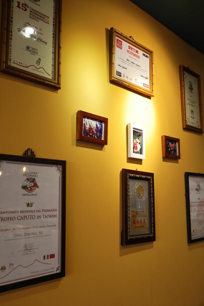 卡薩拿坡里披薩の店内