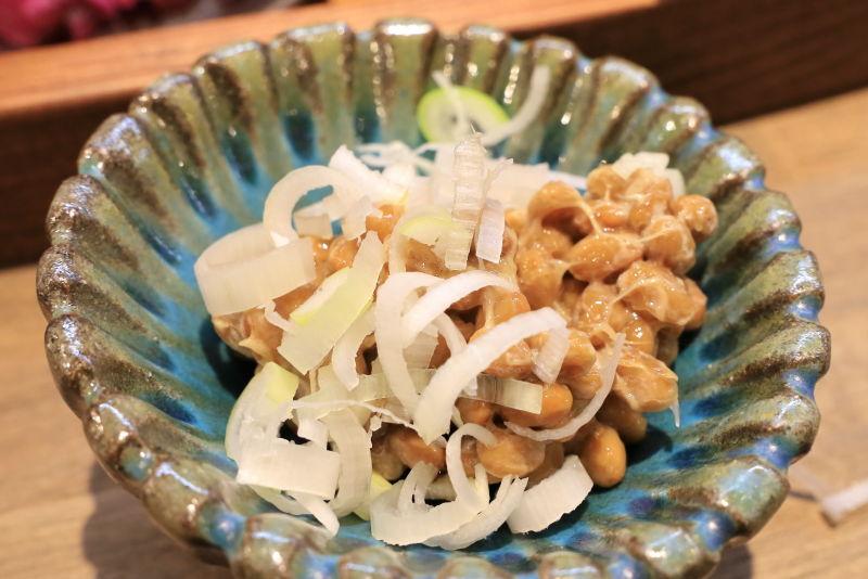 まぜ麺マホロバの納豆